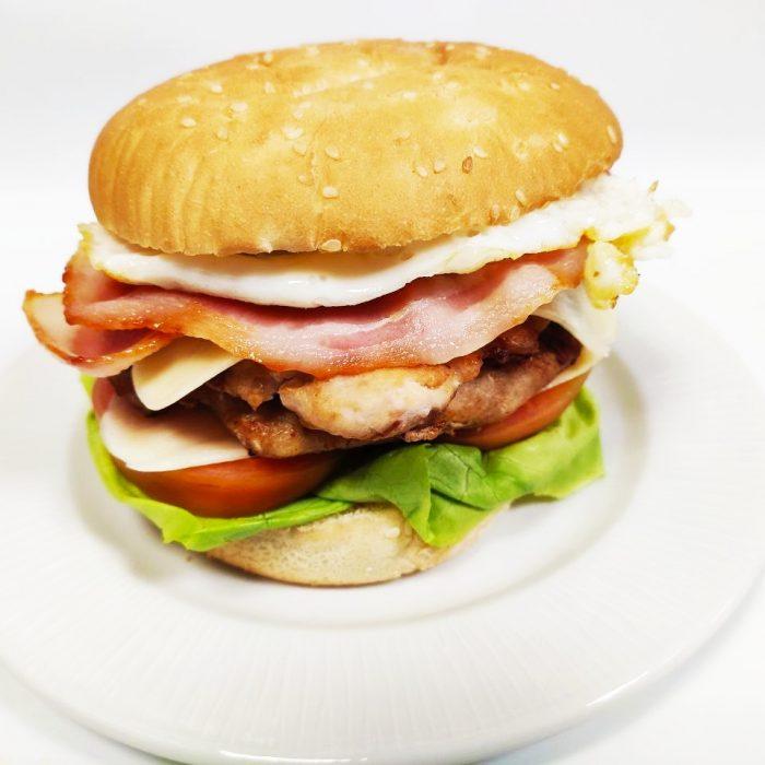 Hamburguesa de pollo completa doble con bacón y huevo