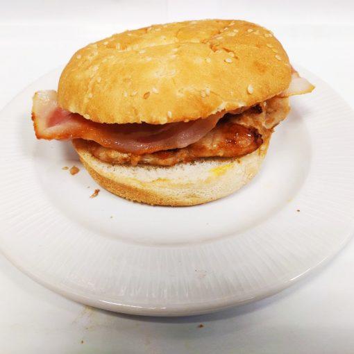 Hamburguesa de pollo sola con bacón