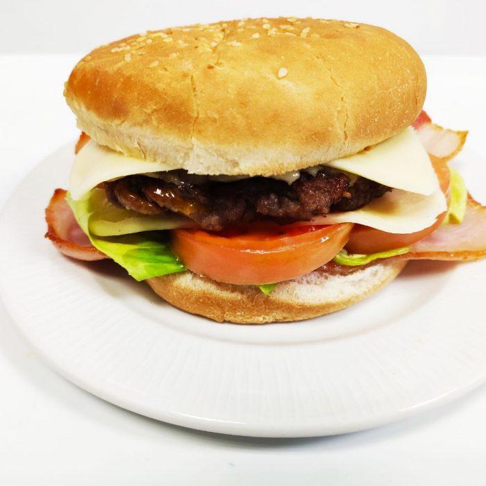 Hamburguesa de ternera completa con bacón