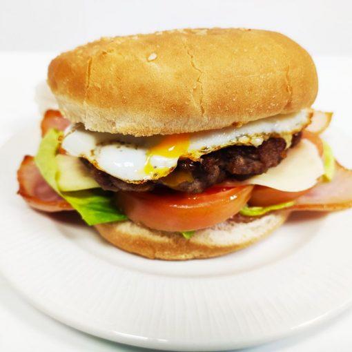 Hamburguesa de ternera completa con bacón y huevo