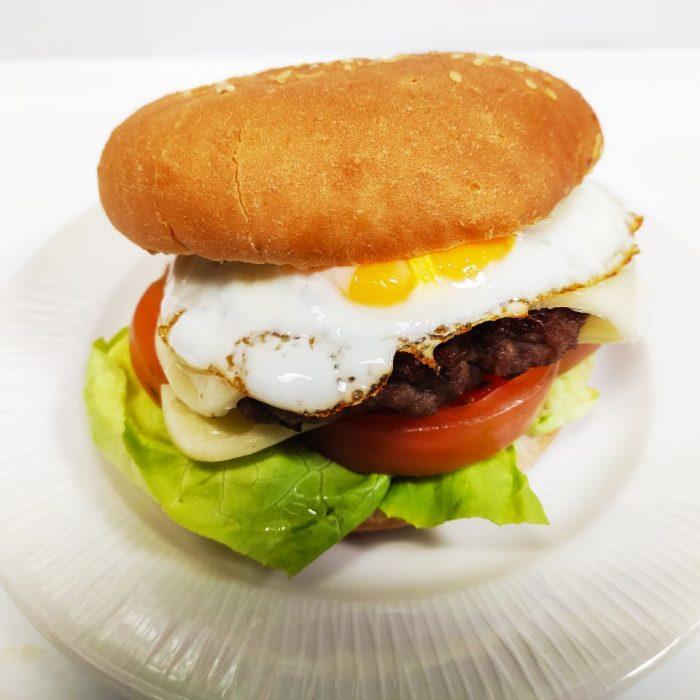 Hamburguesa de ternera completa con huevo