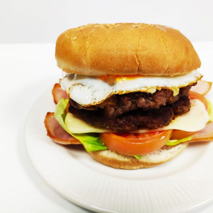 Hamburguesa de ternera completa doble con bacón y huevo