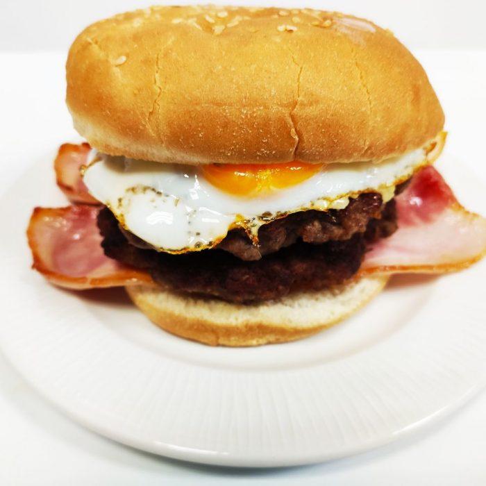 Hamburguesa de ternera sola doble con bacón y huevo