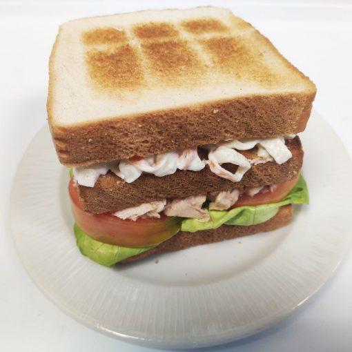 Sandwich de vegetal con atún y txaka
